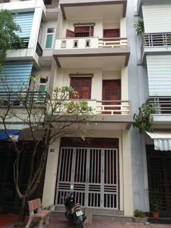 Cho thuê nhà mặt phố 139 Cao Bá Quát Hải Dương tầng 1 giá 5 triệu,3 tầng 8 triệu
