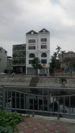 Cho thuê 3 tầng nhà mới xây mặt đường ven sông Sét