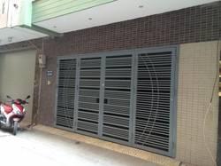 Nhà ngõ 3 đường Phạm Tuấn Tài, DT 75m xây 5 Tầng,Lô góc 2 mặt tiền, giá 28 triệu