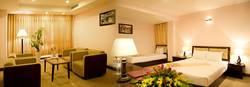 Cho thuê khách sạn 40 phòng đường Nguyễn Văn Thoại gần biển Mỹ Khê.