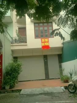 Cho thuê nhà mặt phố Lạc Long Quân, DT: 90m x 4 tầng, MT: 5m, giá: 45 triệu