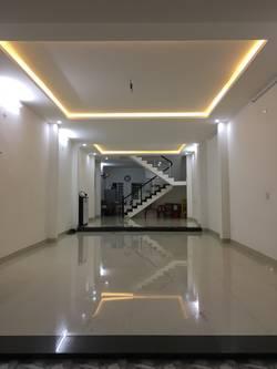 Mặt bằng tầng 1 diện tích lớn thuê làm văn phòng, showroom 43 Trịnh Đình Thảo gần Nguyễn Hữu Thọ
