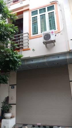 Cho thuê nhà ngõ 83 / 26 lạc long quân, 65 m2 x 3 tầng cho hộ gia đình và người đi làm