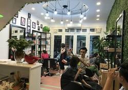 Sang nhượng salon tóc, tại tầng 1 số 30, ngõ 612, đường La Thành, quận Ba Đình, Hà Nội.