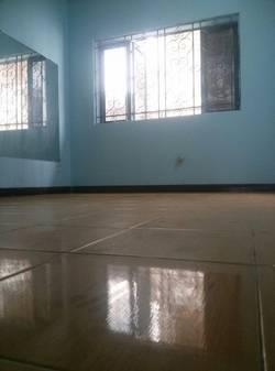 Phòng trọ trong nhà mặt tiền đường xvnt-bình thạnh, có cửa sổ, WC riêng ,gần đh hutech, 2.8 triệu