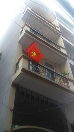 Cho thuê nhà riêng gần phố Chùa Láng. Nhà xây 5 tầng, Diện tích sàn 55m2 x 5 tầng, mặt tiền 4m