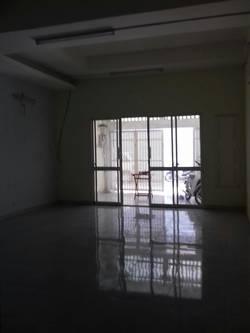Cho thuê căn hộ đẹp mặt tiền Trần Qúy Khoách, Quận 1.