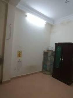Phòng khép kín, điện nước gia đình, trong nhà riêng 5T số 8/75 Đội Cấn. Chính chủ ko phải MG
