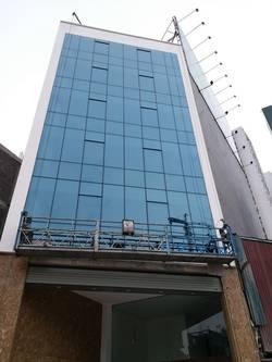 Cho thuê nhà mặt phố Minh Khai. DT 110m2 x 8 tầng. Mặt tiền 8,5m. Vỉa hè 10m