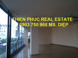 Cho thuê văn phòng đẹp MT Nguyễn Văn Trỗi, PN, 90m2, 42 triệu/tháng bao thuế phí điện xe.