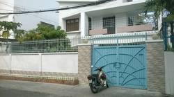 Cho thuê nhà dạng biệt thự xưa hẻm rộng 10m đường Trần Nhật Duật, Quận 1: 13m x 24m, 1 lầu, sân vườn
