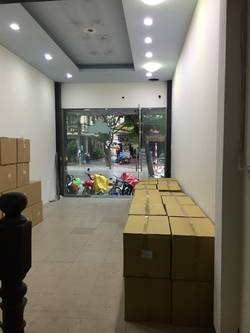 Nhà mặt phố Trần Quốc Hoàn diện tích 50m2 x 4T, MT 4,5m , Giá 30tr