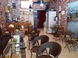 Sang nhượng quán cafe DT 35 m2 sân rộng 25 m2 mặt tiền 4 m gần chợ Mỗ Lao Q.Hà Đông HN