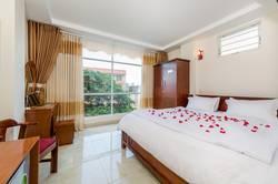 Cho thuê gấp khách sạn Ông Ích Khiêm, gần biển Nguyễn Tất Thành, Đà Nẵng, giá cực tốt.
