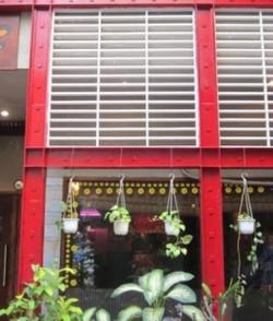 Cho thuê nhà hẻm nội bộ đường Mai Thị Lựu, Quận 1: 5.5m x 20m, 1 lầu, bên hông chùa Ngọc Hoàng