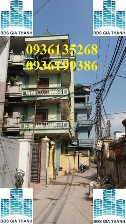 Nhà ngõ 99 Hoàng Quốc Việt , 62m2 x 3T , lô góc , ô tô đỗ cửa . Giá 10tr