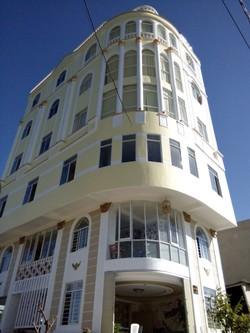 Xuất cảnh bán rẻ khách sạn 8 tầng 650m2 hai mặt tiền 20 phòng quận Thanh Khê thu nhập hơn 50tr/th