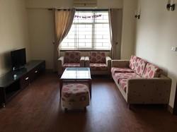 Cho thuê căn hộ 100 m 3 phòng ngủ chung cư số 10 Hoa Lư