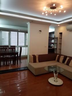 Bán căn hộ tập thể tầng 2 gần Phố Láng Hạ,Vũ Ngọc Phan Đống Đa,giá 2,2 tỷ