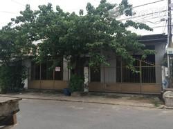 Nhà gồm 1 lầu 1 trệt và 2 kho