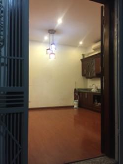 Chính chủ cần bán căn hộ chung cư tầng 6 tòa 27 Lạc Trung, Hai Bà Trưng.