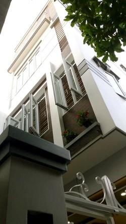 Bán nhà riêng 3 tầng, 52 m2, 3 mặt thoáng, kiến trúc hiện đại, ô tô đỗ cửa, giá 1,7 tỷ có TL
