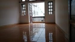 Phòng rộng 40m2, có máy lạnh, cửa sổ thoáng mát, đường D2, gần Hutech giá 3.9tr/ tháng