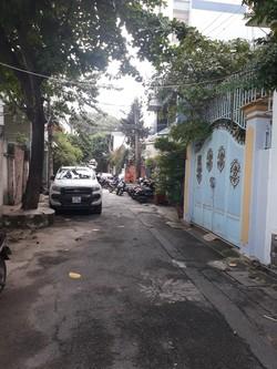 Cho thuê biệt thự mini hẻm xe hơi đường Yên Thế, P2, Q Tân Bình. DT: 310m2. Giá 52 triệu/ tháng