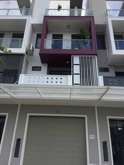 Cho thuê nhà đồ đạc cao cấp 5 phòng ngủ KDC Xây Dựng 10 triệu Miễn Trung Gian