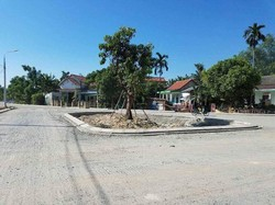 đất nằm tteen trục đường quốc lộ 1A gần trường học,chợ,trung tâm giá rẻ chỉ với 450tr