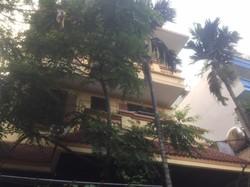 -Cần bán nhà phố Kim Giang, diện tích: 90m2   4 tầng 1 tum  mặt tiền 9m  hướng Nam -Giá: 7,5 Tỷ.