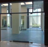 2 Chuyên cung cấp lắp đặt các loại cửa kính thủy lực cao cấp