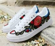 3 Giày sneaker thêu hoa hồng Mã: GC0220