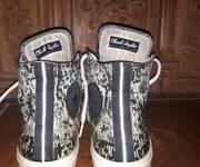 3 Giày Converse cổ lửng .