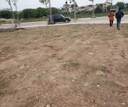 Cho thuê 4.500m2 đất tại chân cầu Vĩnh Tuy , Phường Long Biên, Quận Long Biên . Đường trước mặt 20m