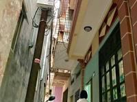 Bán gấp nhà trong ngõ 3 tầng 5/17/35/261 Trần Nguyên Hãn, Dt 35m2, chỉ với Giá 800 triệu