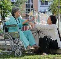 Lý  sức khỏe tốt có nhiều năm kn chăm sóc người già... làm ăn ở