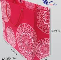 Túi giấy đựng quà giá chỉ 10,000 đ/túi