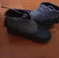Thanh lý đôi boot da thật cho bé