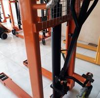 8 Xe nâng cao tiêu chuẩn và nâng cao bằng điện