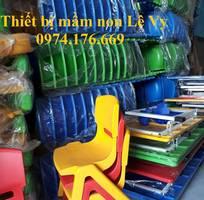2 Ghế mầm non bằng nhựa đúc, hàng nhập khẩu. Chất lượng tốt. Phù hợp với lứa tuổi mầm non