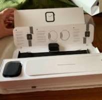 Bán 5 em Apple Watch S4 GPS 44mm Space Gray Aluminum Case Black Sport Loop mới tinh giá rẻ