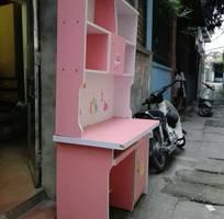 2 Bán giá sách bàn màu hồng, nhiều hộc tủ,ngăn kéo chứa đồ, để máy tính...