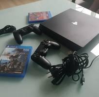 3 Cần bán gấp máy PS4 pro ( SoNy)