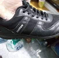 Cần mua đôi giày thể thao nam ziviton