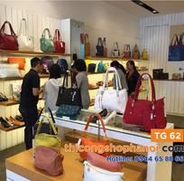 8 Thiết  kế kệ trưng bày túi xách cho shop