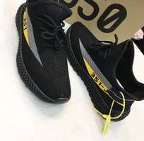 Giày sneaker nam đen viền bên kẻ xám vàng thể thao Mã 0009
