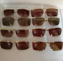 1 Có 8 cái kính cổ mạ vàng bọc vàng có đầy đủ các thương hiệu nổi tiếng trên toàn thế giới..vv