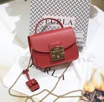 Mẫu túi xách nữ hiệu Furla màu đỏ
