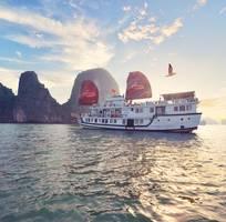 Tour 2N1Đ Du thuyền Renea 4  sang trọng trên Vịnh Bái Tử Long